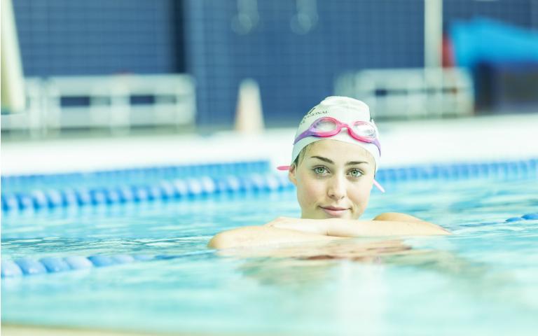 colegio-areteia-cursos-verano-natacion